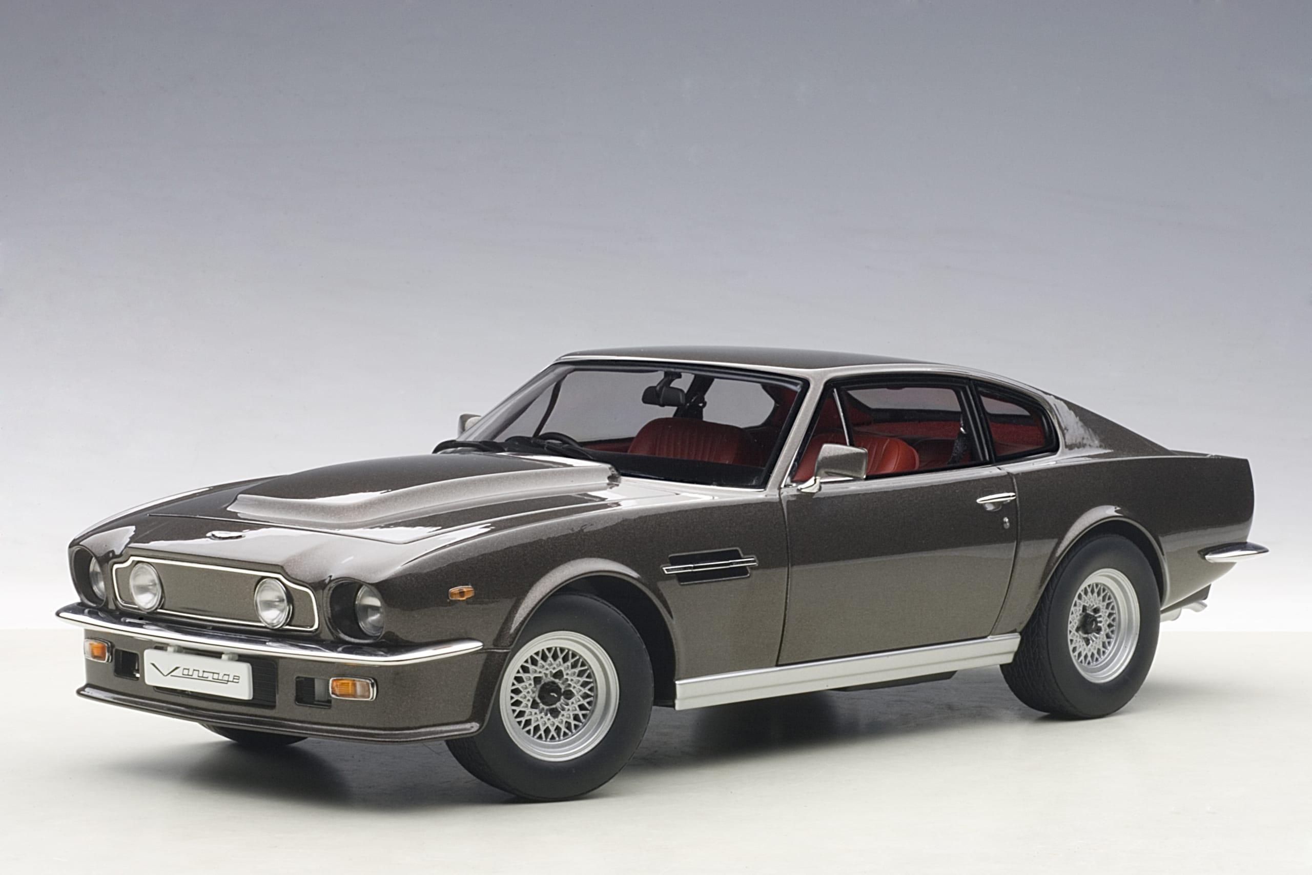 Aston Martin V8 Vantage 1985 Cumberland Grey Autoart