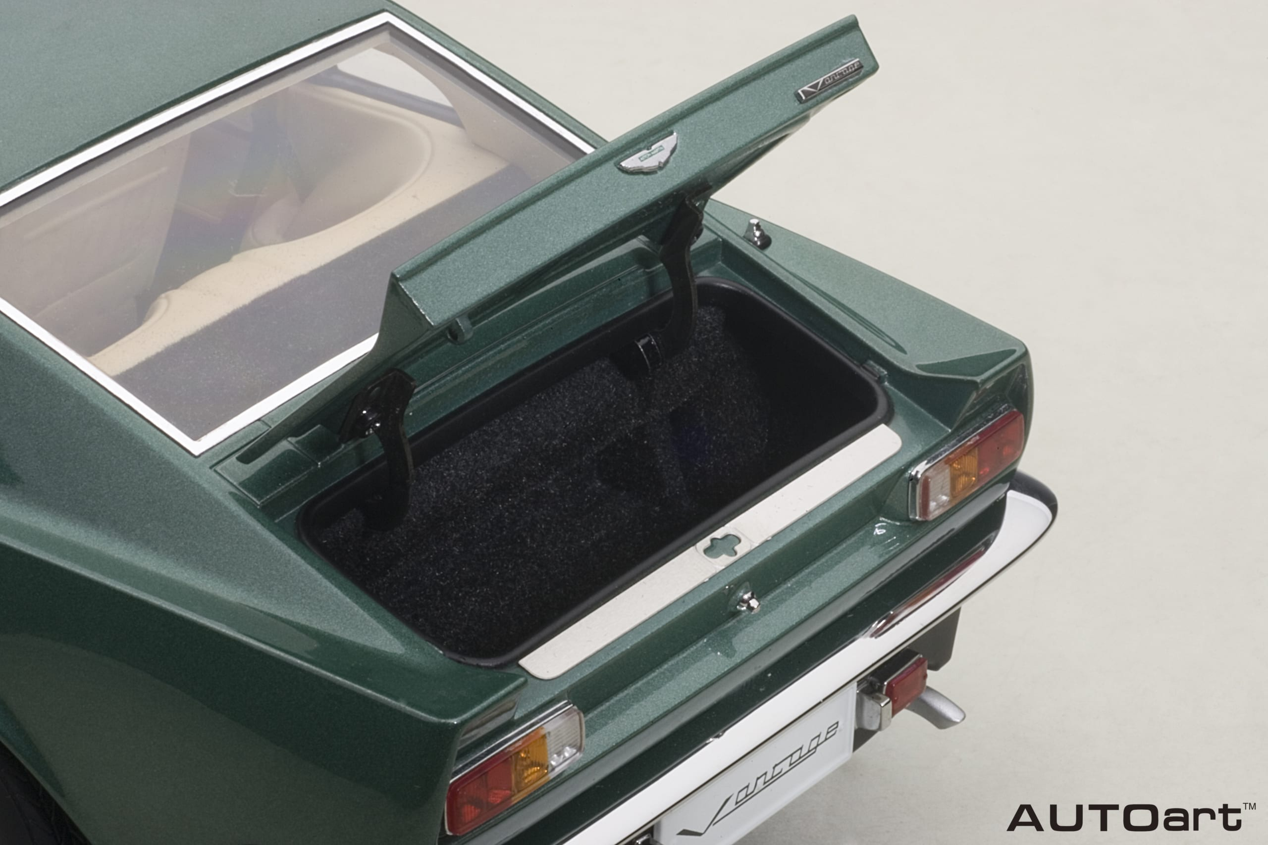 Aston Martin V8 Vantage 1985 Forest Green Autoart