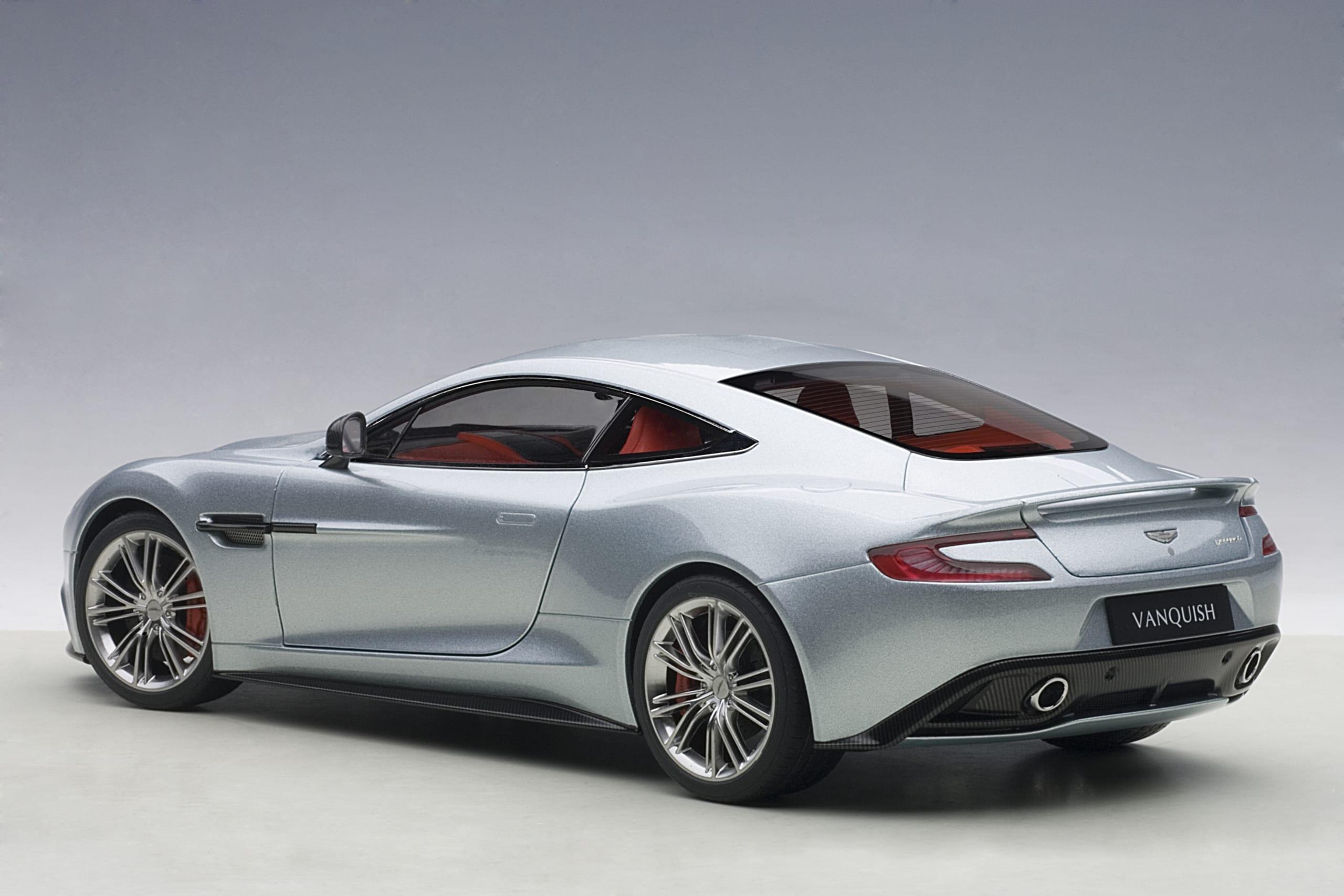 Aston Martin Vanquish 2015 Skyfall Silver Autoart
