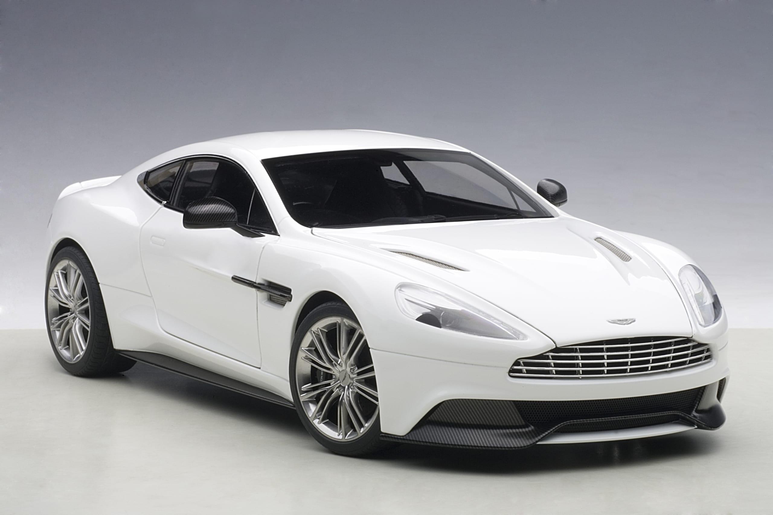 Aston Martin Vanquish 2015 White Autoart